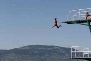 springen van de duikplank